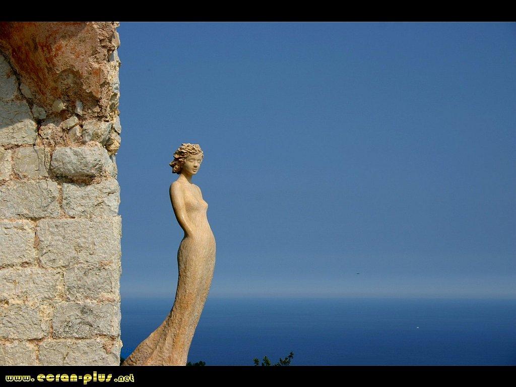 Ecran + Plus |__ Statue au jardin exotique d\'Eze (06)